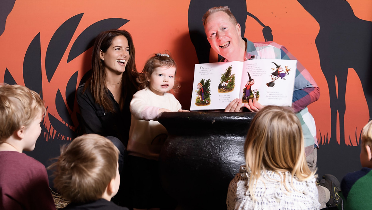 Binky felstead visits story school with india at chessington