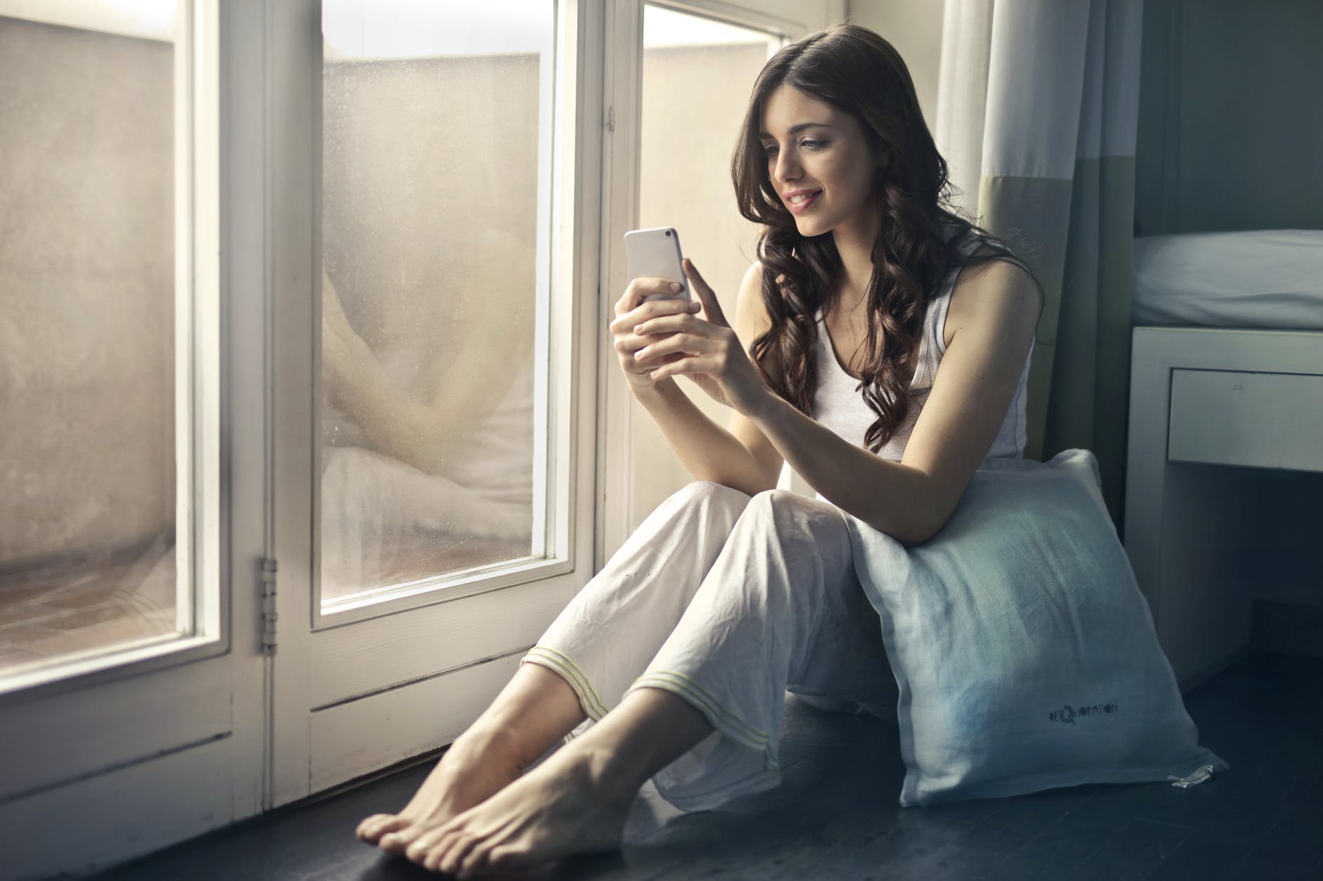 Why your smartphone may be causing you wrinkles