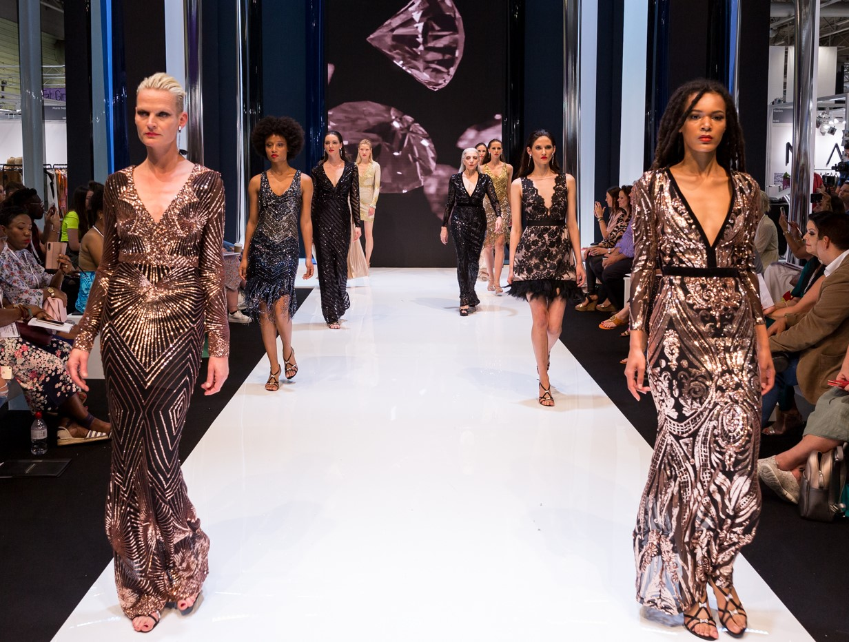 Moda ss20 goddiva catwalk look