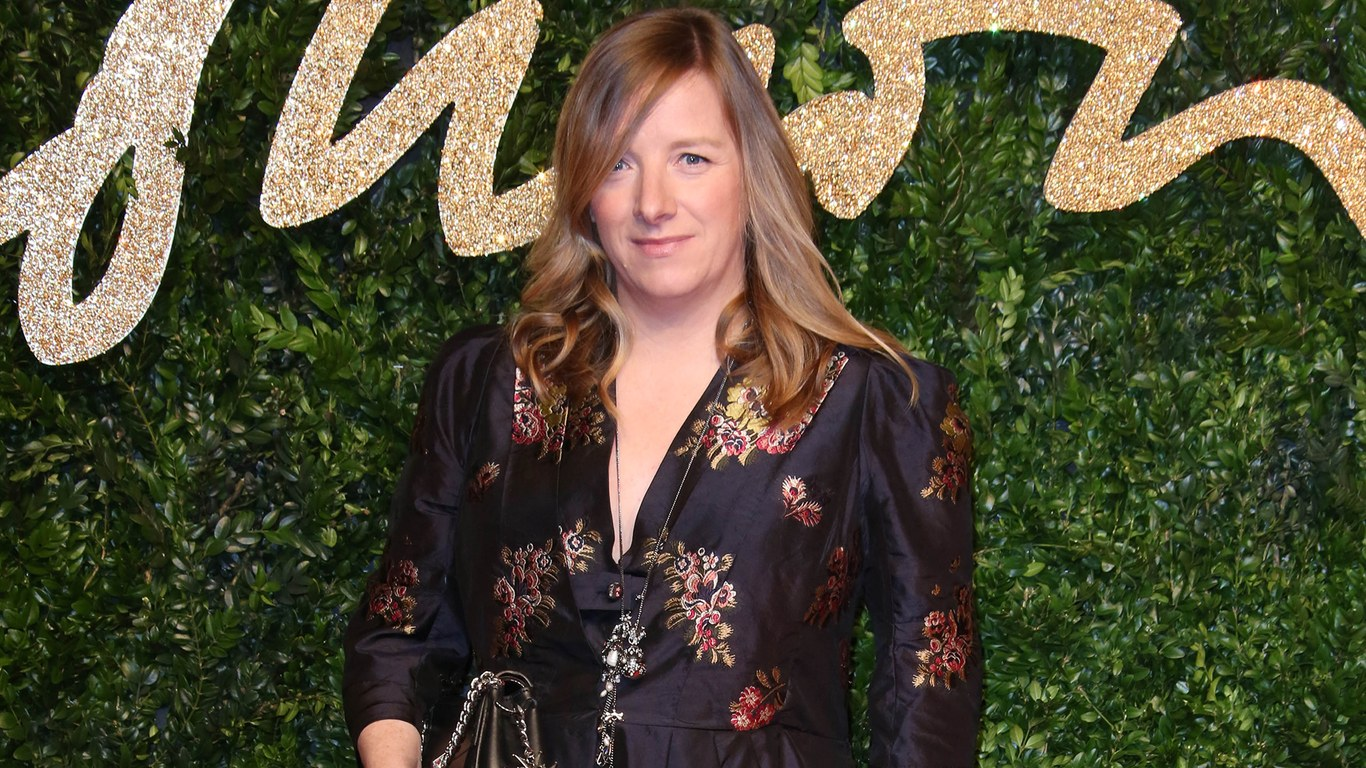 Sarah burton to be honoured with the trailblazer award