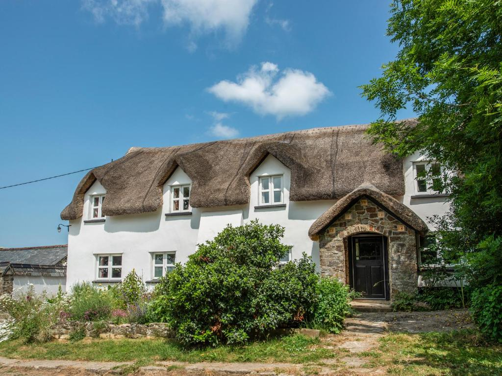 6 holiday cottages to rival rosehill cottage in 'the holiday'